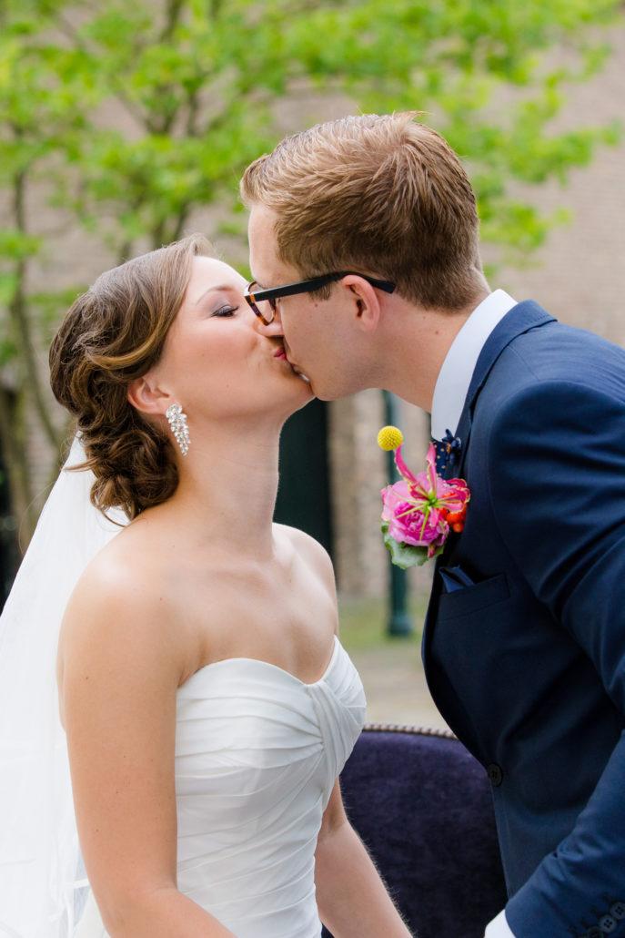 eerste kus net getrouwd