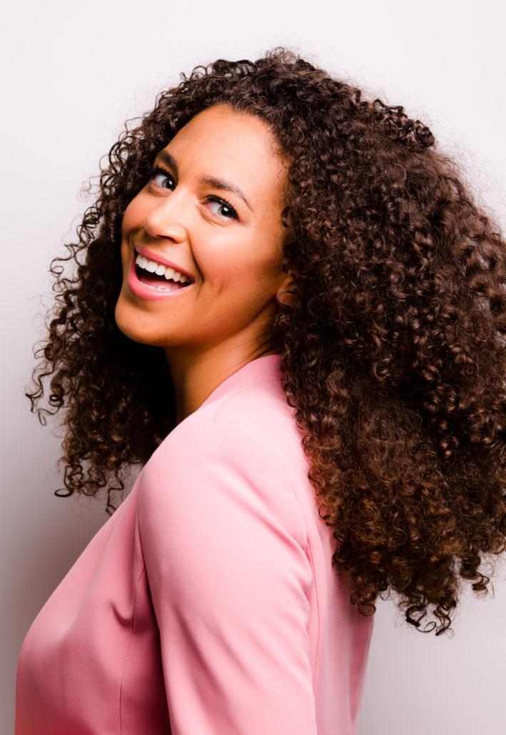 Portret Yoelle Smith Chapeau